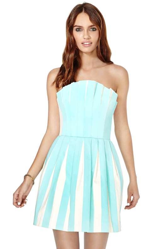 بالصور اخر موديلات الفساتين بالاسواق , ارقى ملابس حديثة بالسوق 20160626 28