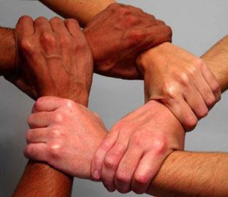 صوره موضوع تعبير عن التعاون بين الناس والتكاتف
