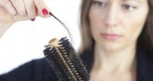 صور عند الاستحمام وتساقط بعض الشعر عند تدليك الشعر