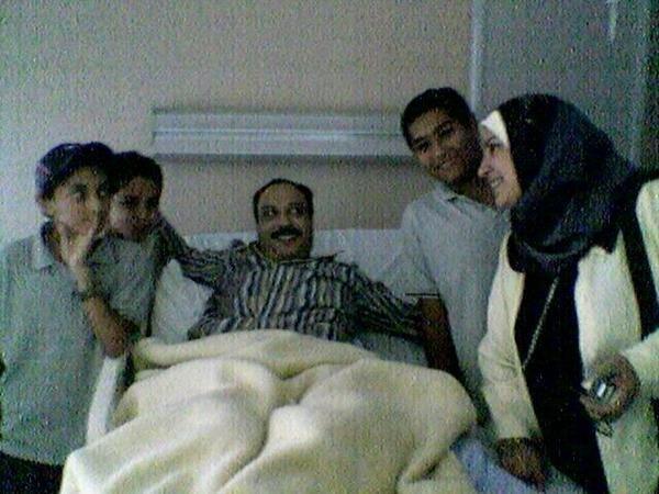 اخر صوره  للفنان خالد صالح مَع زوجته وابنائه
