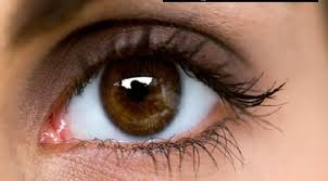 صور سبب غباش العين واحدة من العيون