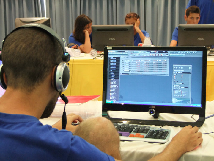 صورة تعبير عن الحاسوب بالعربي