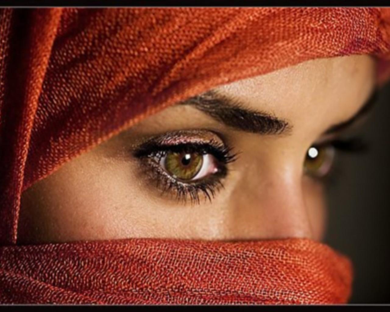 صورة ذات العيون العسلية