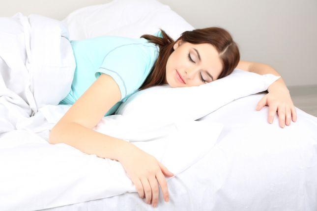 صورة النوم على البطن بعد الجماع