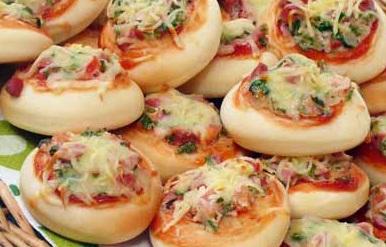 صوره عجينة البيتزا منال العالم , وصفة فطائر البيتزا وطريقة عملها