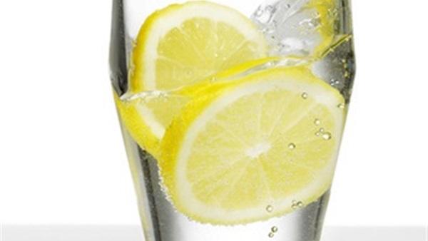 صور فوائد شرب عصير الليمون على الريق