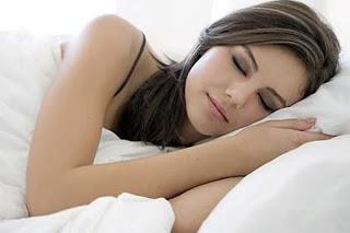صورة مضار النوم الكثير للمراة