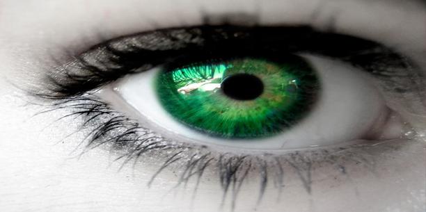 صورة قصيده بالعيون الخضراء