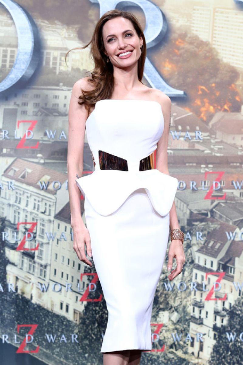 صور فساتين انجلينا جولي