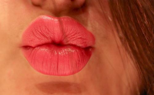 http://ist1-4.filesor.com/pimpandhost.com/1/_/_/_/1/1/7/W/O/17WOI/lips%20(7).jpg