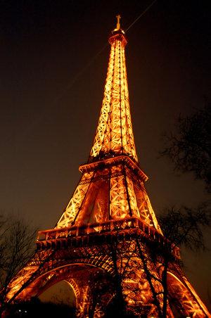 صور من هو بنا برج ايفل