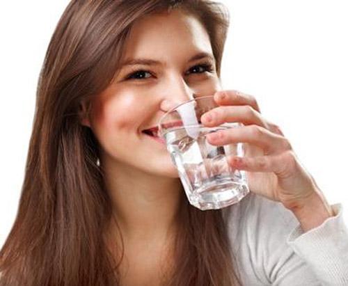 صور فائدة شرب الماء على معدة فارغة