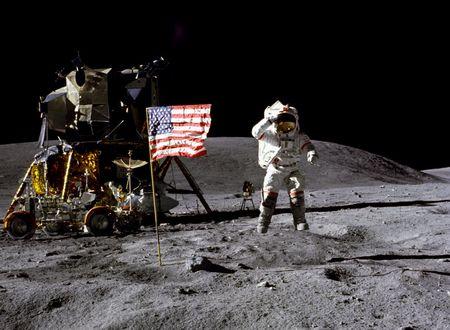 صور ما هو البناء الانساني الذي يظهر من سطح القمر