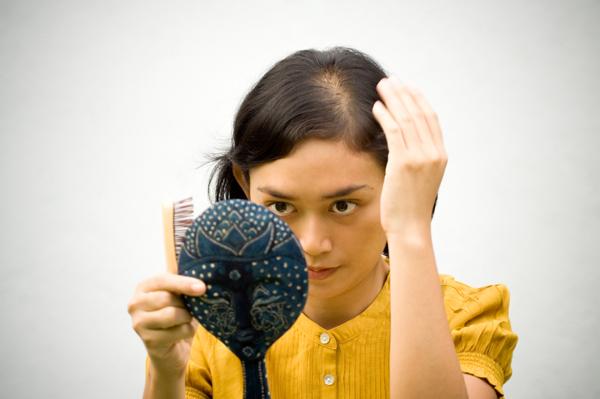 صور كيف تعالج تساقط الشعر