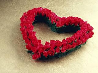 يبدا الحب بابتسامة  و ينمو بقبلة  و ينتهى بدمعه