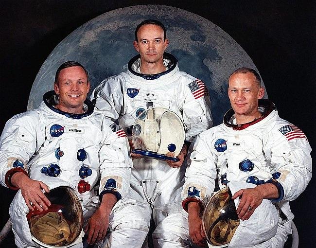 صورة معقول هذا اول رائد فضاء على سطح القمر