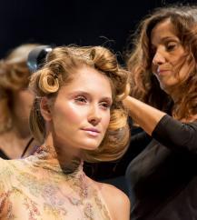 تقدم ان لور لوسيرف، رئيسة L'Oréal Professionnel عرضا متميزا
