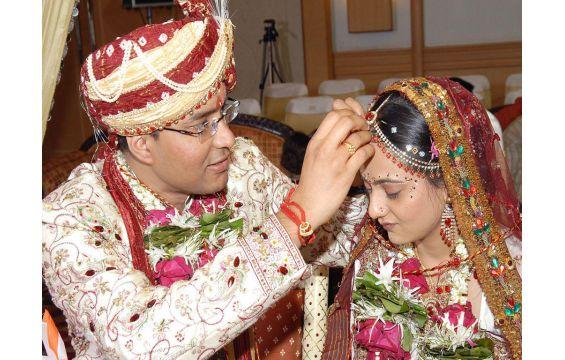 صور عادات زواج الهندود الغريبة