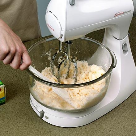كيفية عمل الكيك بالصور كيفية عمل الكيك في المنزل كيفية تحضير الكيك في البيت بالصور