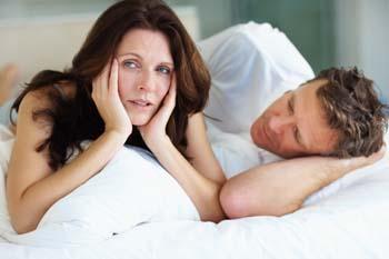 صورة ماذا تفعل الزوجة لرضاء زوجها في الفراش
