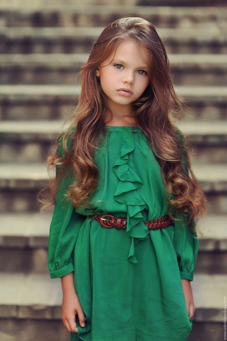 صورة ملابس اطفال علي الموضه