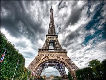 صور من بنى برج ايفل