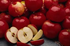 صوره من فوائد التفاح على الصحة يساعد على اطالة الشعر
