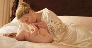 من قائل لاتوجد وسادة فى العالم انعم من حضن الام