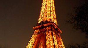 صورة من هو بنا برج ايفل