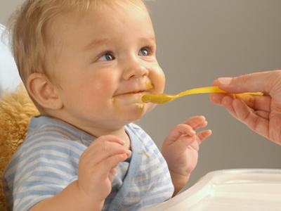 صور اكل الطفل فى الشهر الرابع