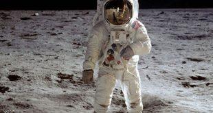 معقول هذا اول رائد فضاء على سطح القمر