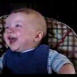صوت ضحكة طفل يجنن