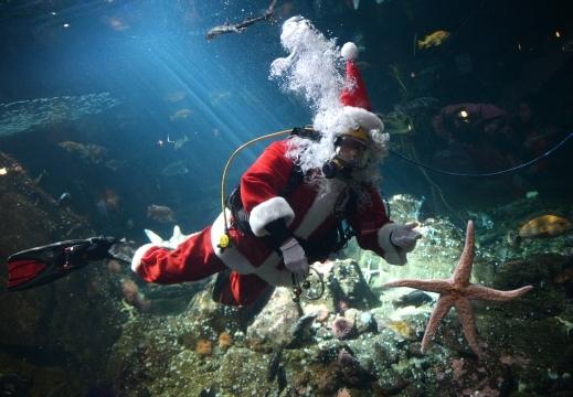 بابا نويل الماء بمدينة كندا