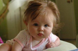 صور تغذية الرضيع في الشهر التاسع