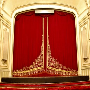 ما هو المسرح في العروض,وما هى وظيفته وانواعه