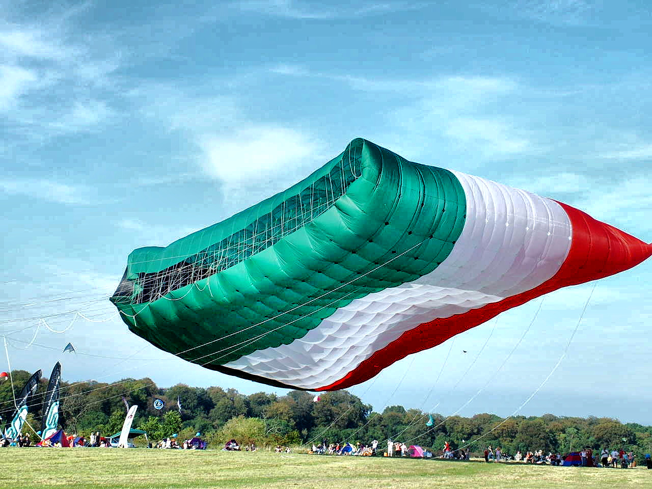 صور بيت شعري على العلم الجزائري