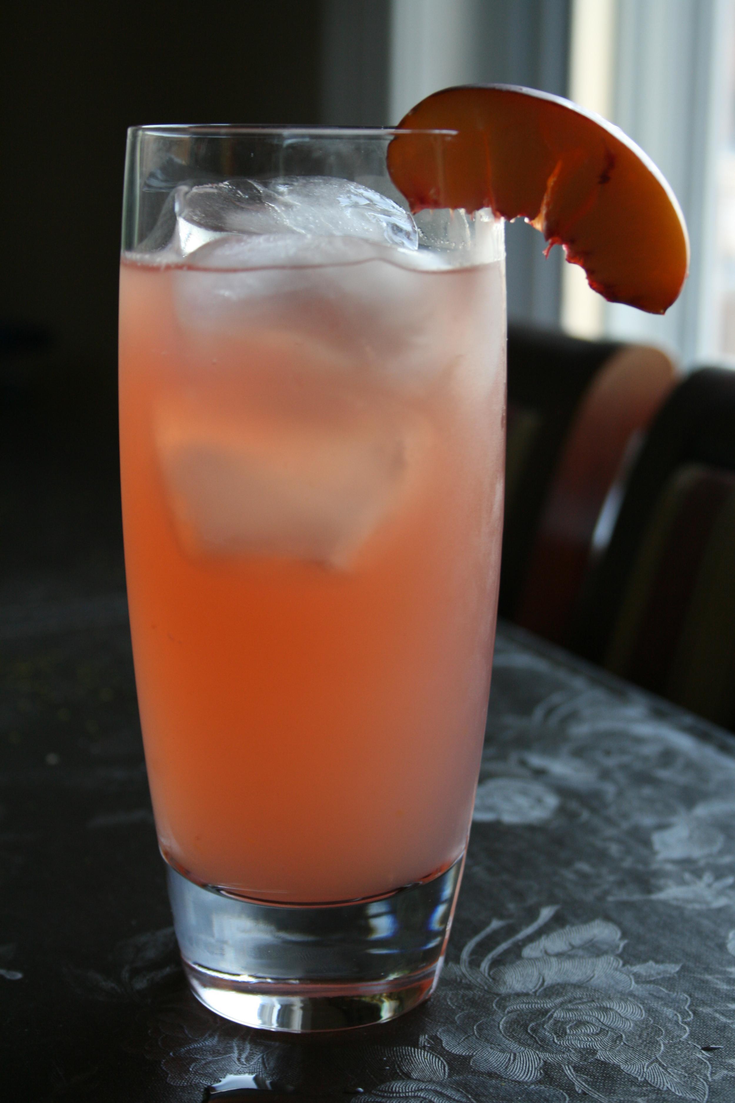 صورة طريقة عمل عصير خوخ بالتفاح , من احلى المشروبات الصيفية
