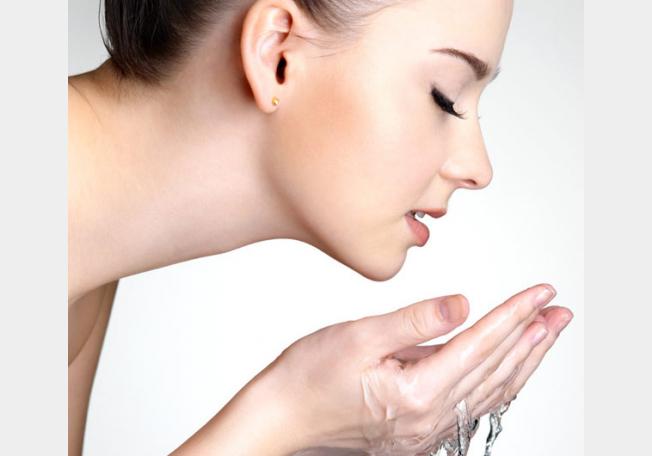 صورة طريقة فعالة لتنظيف الوجه