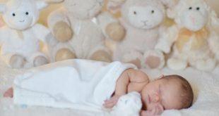 صور تفسير حلم طفل رضيع بين يديك