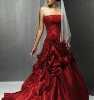 صور فساتين زفاف حمراء