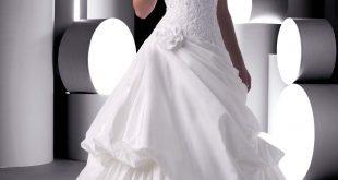صور فساتين زفاف طويله جدا