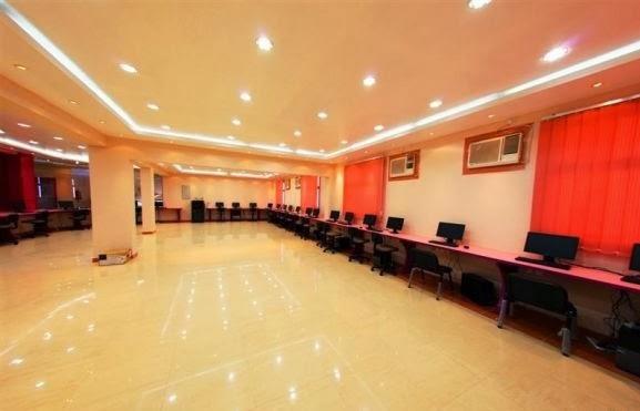 بالصور ملياردير سعودي يحول مدرسة زوجته الرابعة الى فندق 251351 14