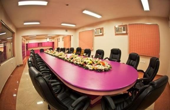 بالصور ملياردير سعودي يحول مدرسة زوجته الرابعة الى فندق 251351 17