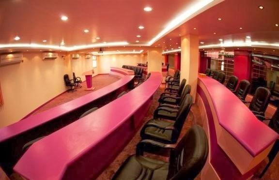 بالصور ملياردير سعودي يحول مدرسة زوجته الرابعة الى فندق 251351 21