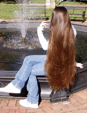 صورة كيف يصبح شعري طويل وكثيف , اريد اطول شعري ابي حل للشعر الحل هنا