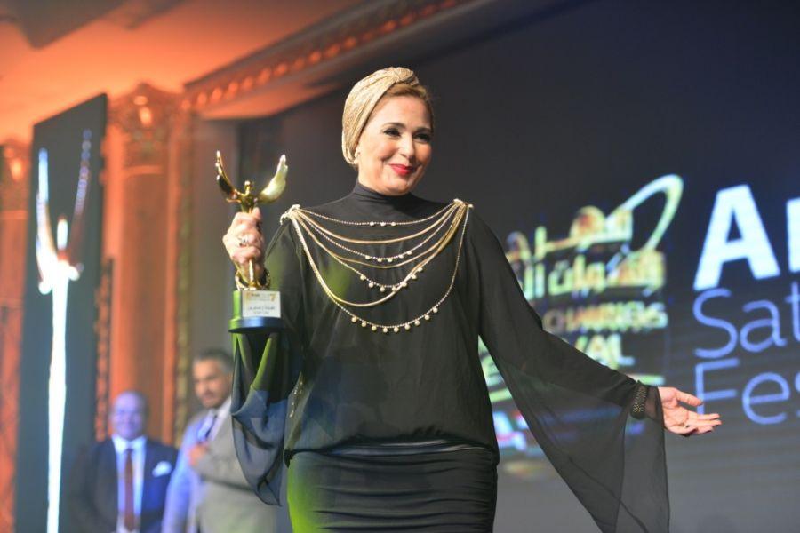 بالصور صور احدث ازياء فساتين الفنانة صابرين الجديدة للمحجبات ، شوفى النجمة الشهيرة بالحجاب الانيق 259140 5