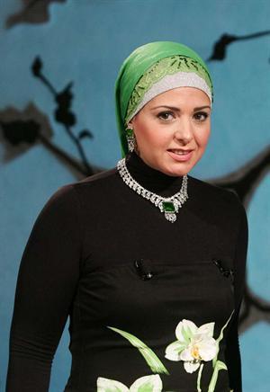 بالصور صور احدث ازياء فساتين الفنانة صابرين الجديدة للمحجبات ، شوفى النجمة الشهيرة بالحجاب الانيق 259140 6