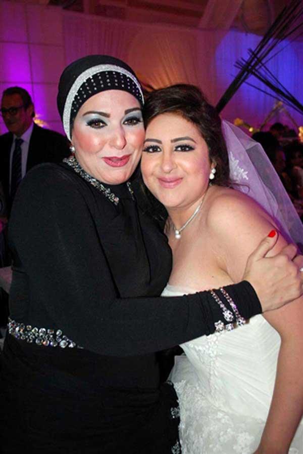 بالصور صور احدث ازياء فساتين الفنانة صابرين الجديدة للمحجبات ، شوفى النجمة الشهيرة بالحجاب الانيق 259140 8