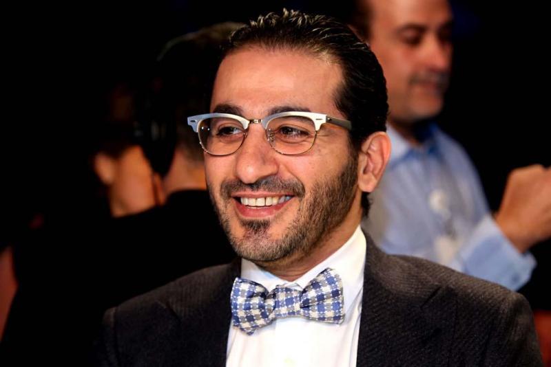 صوره صور احدث ازياء نظارات الفنان احمد حلمي ولا اروع ، نجم الكوميديا الانيق